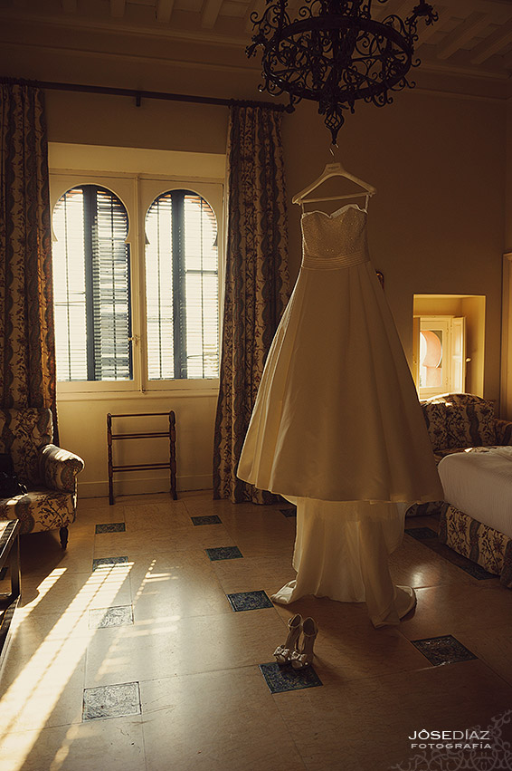 detalles novia, vestido de novia,Hotel Castillo Santa Catalina, fotógrafo boda, reportaje documental boda, fotografía de boda, fotógrafos