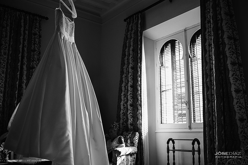Detalles novia, vestido de novia, Hotel Castillo Santa Catalina, fotógrafo boda, reportaje documental boda, fotografía de boda, fotógrafos