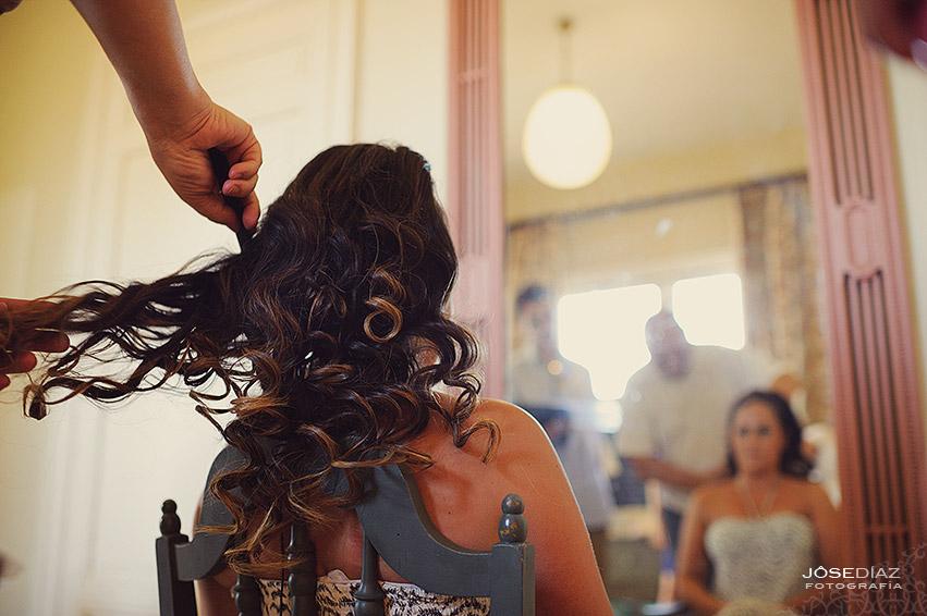 Preparativos novia, peinado novia, Hotel Castillo Santa Catalina, fotógrafo boda, reportaje documental boda, fotografía de boda, fotógrafos