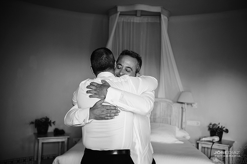 Preparativos novio, Hotel Castillo Santa Catalina, fotógrafo boda, reportaje documental boda, fotografía de boda, fotógrafos