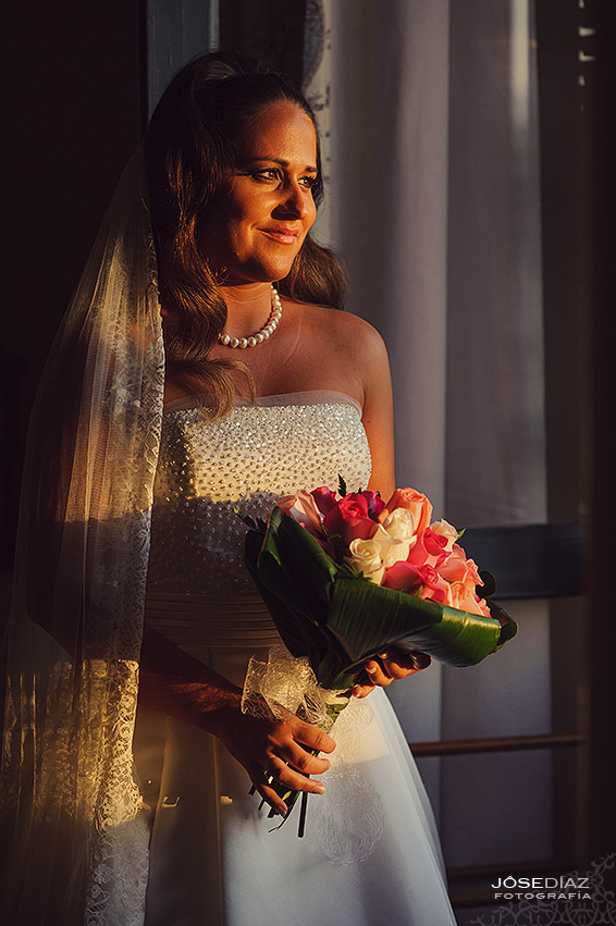 Novia preparada, retrato novia, Hotel Castillo Santa Catalina, fotógrafo boda, reportaje documental boda, fotografía de boda, fotógrafos