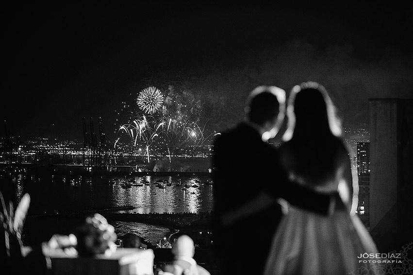 Fuegos artificiales boda, boda romántica, Hotel Castillo Santa Catalina, fotógrafo boda, reportaje documental boda, fotografía de boda, fotógrafos