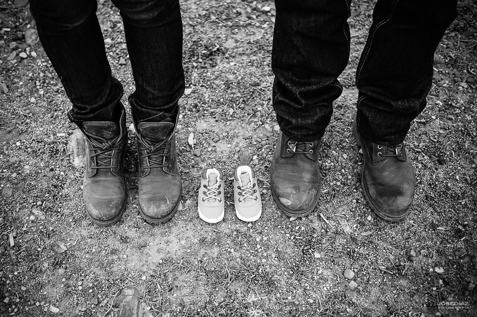 zapatos de bebé, pies, fotos reportaje premamá, fotografías de familia