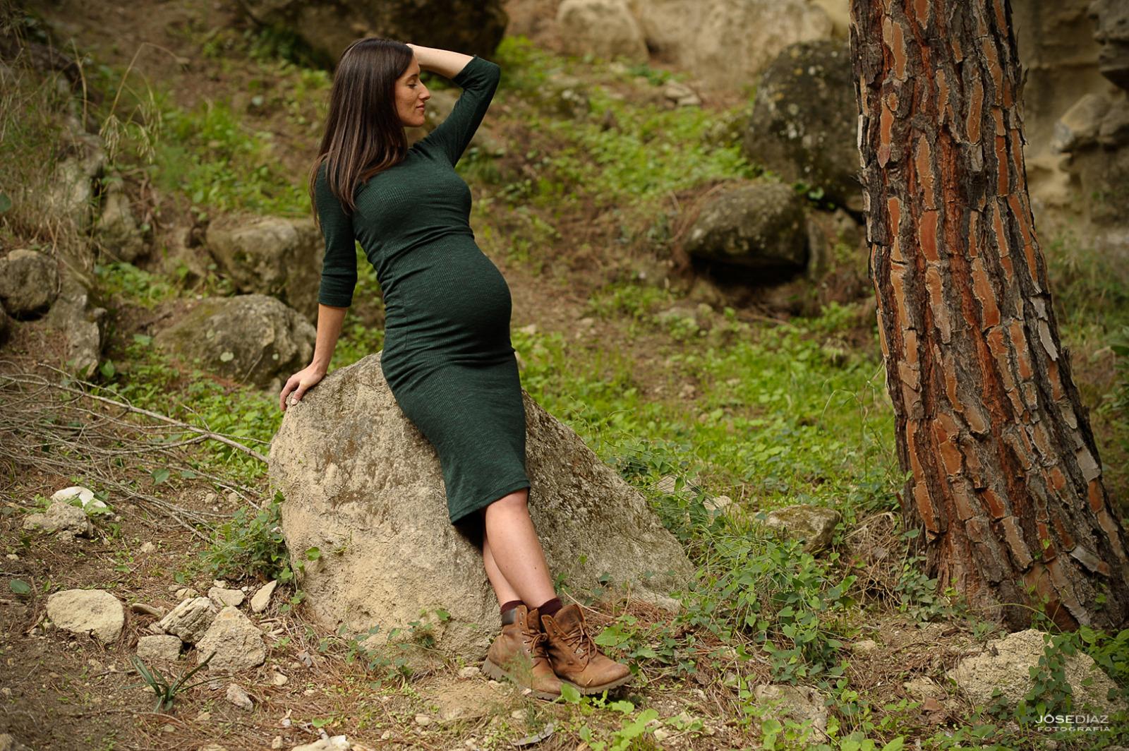embarazada, fotografía de reportaje premamá, fotografía en el campo, fotógrafo Jose Díaz