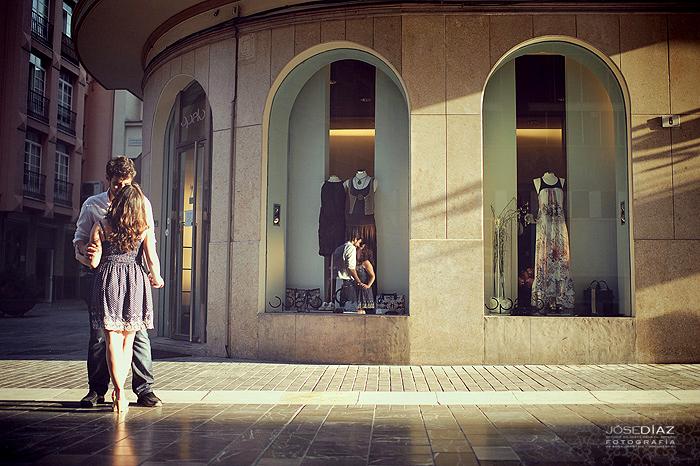 sesión de fotos en las calles del centro de Málaga, fotografía de parejas, fotógrafo Jose Díaz
