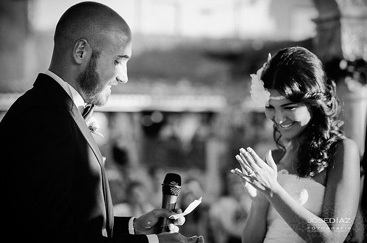 ceremonia de boda al aire libre, palabras del novio a la novia, reportaje de boda documental, fotógrafos Málaga, Jose Díaz