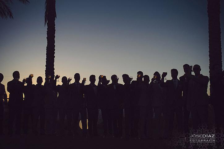 reportaje de boda, foto de los amigos del novio, fotógrafo Jose Díaz, fotos originales boda, fotos divertidas boda