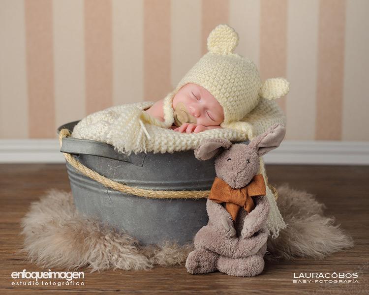 fotografías de recién nacido, fotografía de estudio artística, reportajes de bebés, fotógrafos Málaga, recién nacidos, LAura Cobos, enfoqueimagen