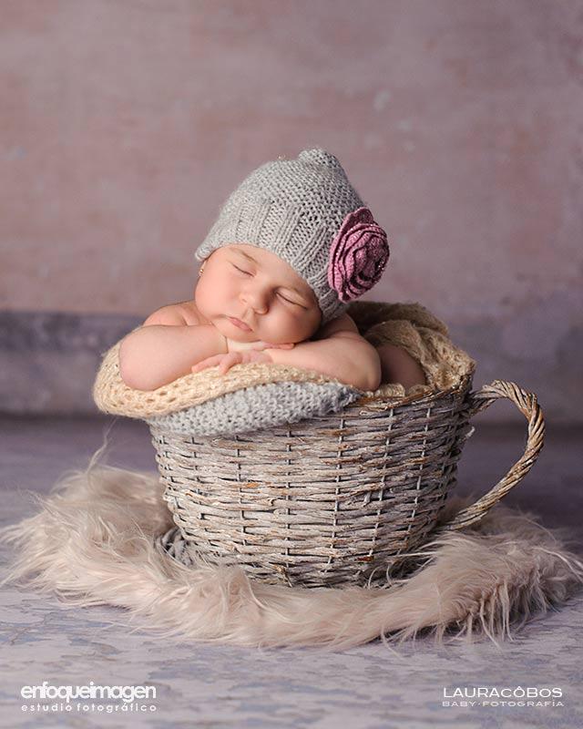 Fotos bebé en estudio, retrato de bebé, fotografía de bebé a color, sesión de foto en estudio, Laura Cobos, enfoqueimagen estudio fotográfico