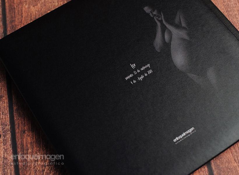 álbum embarazo, reportaje premamá, fotografías de estudio artísticas, estudio fotográfico Málaga, enfoqueimagen
