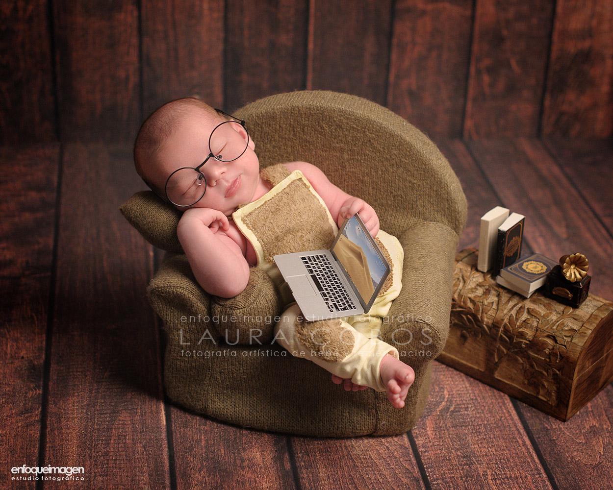 fotografía artística de bebé recién nacido, fotografía creativa de recién nacido, fotografía infantil, estudio fotográfico, enfoqueimagen, laura cobos