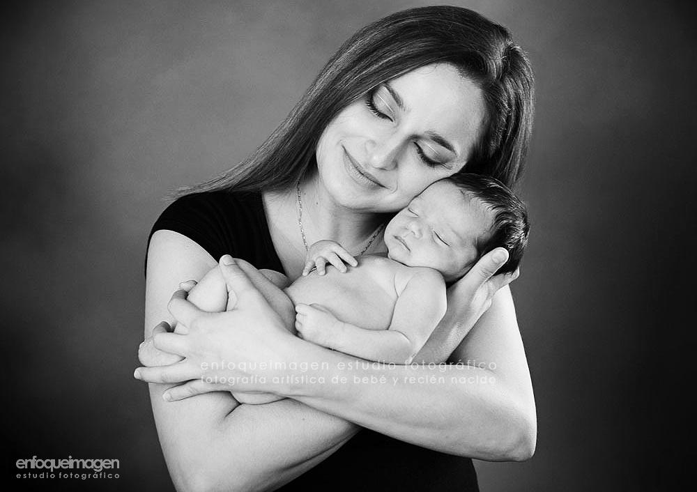 dia de la madre, fotografía de bebé y su mamá