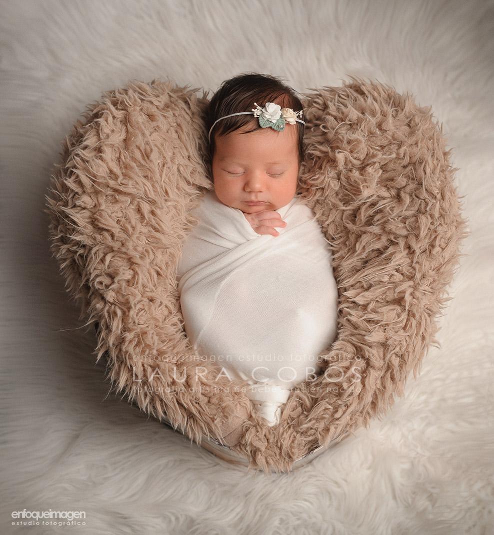 fotografía artística de bebés, recien nacidos, laura cobos