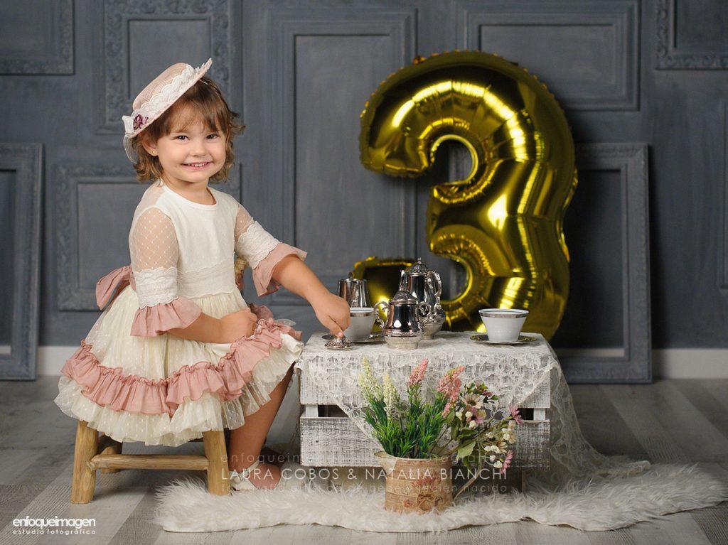 sesión fotos cumpleaños, juego té infantil, fotografía cumple, estudio fotográfico niños